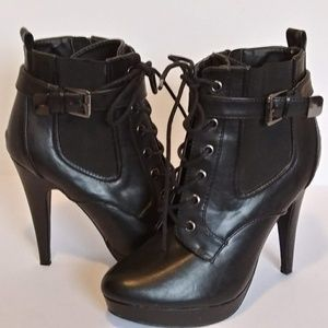 G BY GUESS LACE UP ANKLE BOOTS